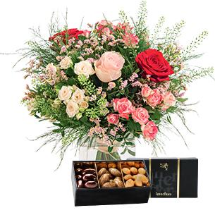 Fleurs et cadeaux Bouquet de l'amour et son écrin d'amandes gourmandes Fête des Mères