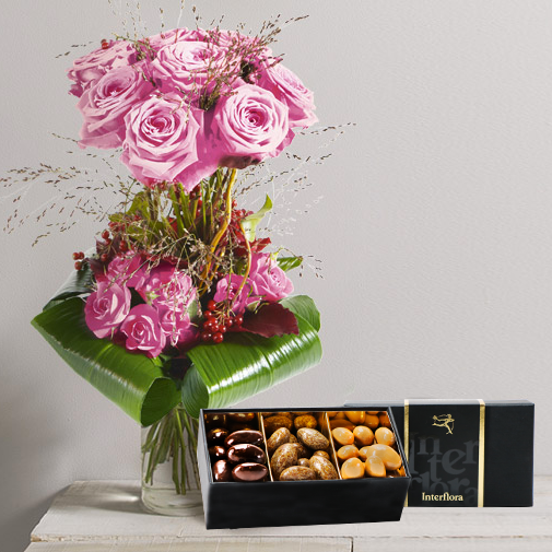 Bouquet de roses Audace rose et son écrin d'amandes au chocolat