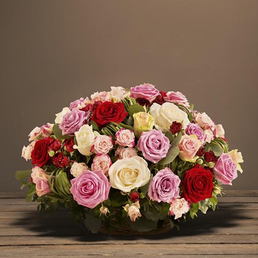 Fleurs deuil Panier de roses multicolores