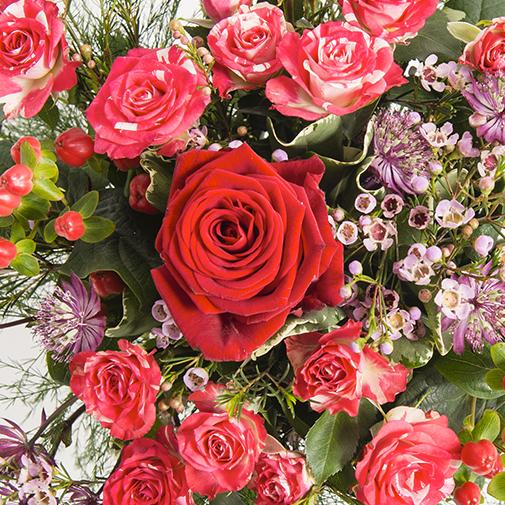 Fleurs et cadeaux Kiss et son écrin de chocolats Interflora