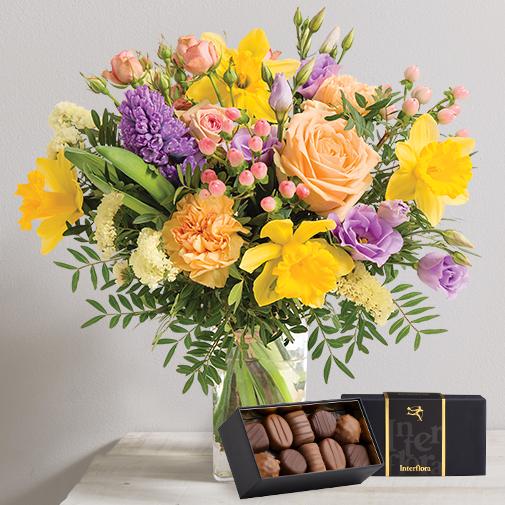 Fleurs et cadeaux Mamie chérie et son écrin de chocolats Interflora