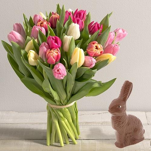 Fleurs et cadeaux Brassée de tulipes et son lapin de Pâques
