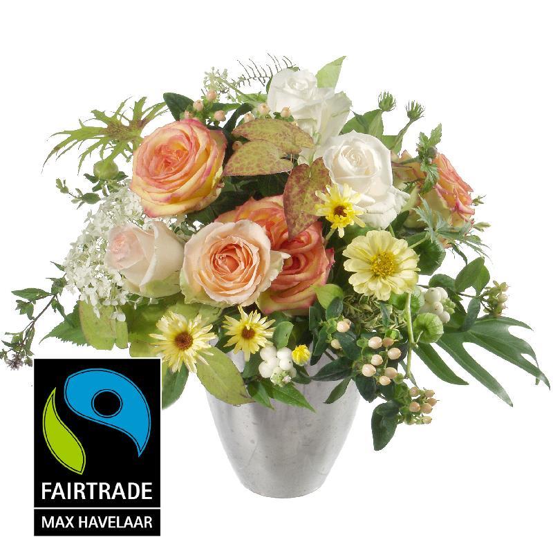 Bouquet de fleurs Delicate Seasonal Bouquet with Fairtrade Max Havelaar-Roses,