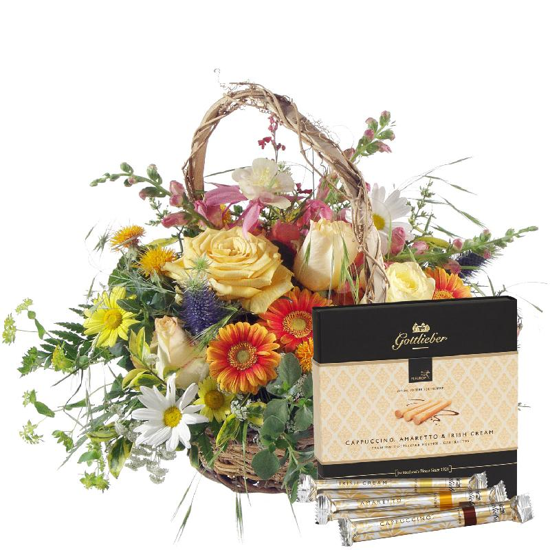 "Bouquet de fleurs Natural summer basket with Gottlieber Hüppen ""Special Editio"