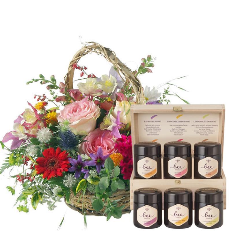 Bouquet de fleurs Romantic Seasonal Basket with honey gift set