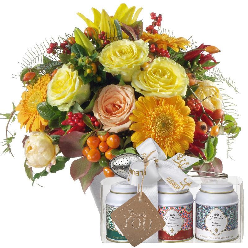 Bouquet de fleurs Winter Sun with Gottlieber tea gift set and hanging gift tag