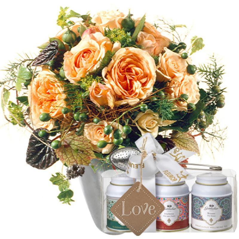 Bouquet de fleurs Tender Winter Roses with Gottlieber tea gift set and hanging