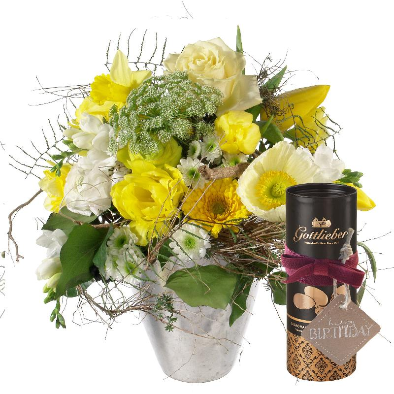 Bouquet de fleurs Spring Sunrays with Gottlieber cocoa almonds and hanging gif