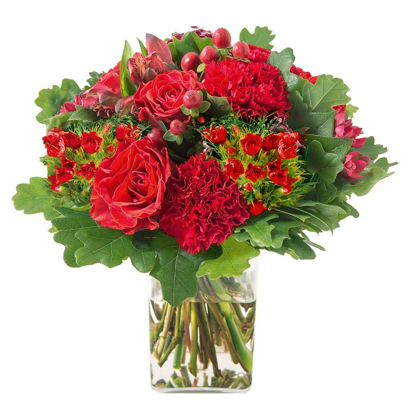 bouquet rond de fleurs vari es avec des roses en cama eu rouge interflora. Black Bedroom Furniture Sets. Home Design Ideas