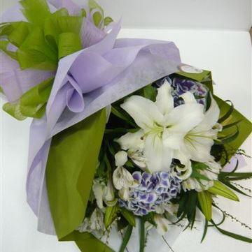 Bouquet de fleurs Bouquet of Cut Flowers purple and white