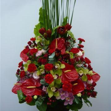 Bouquet de fleurs Arrangement of Cut Flowers in reds