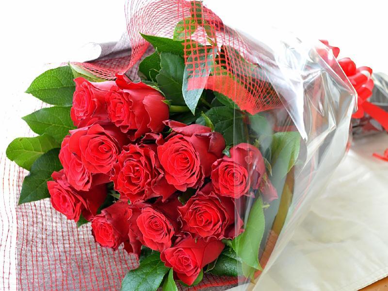 Bouquet de fleurs Romantic bouquet of 12 red roses