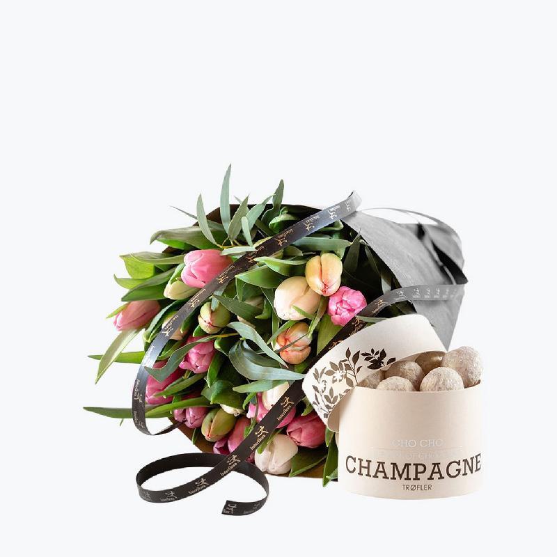 Bouquet de fleurs Pastel Tulips with Champagne Truffles