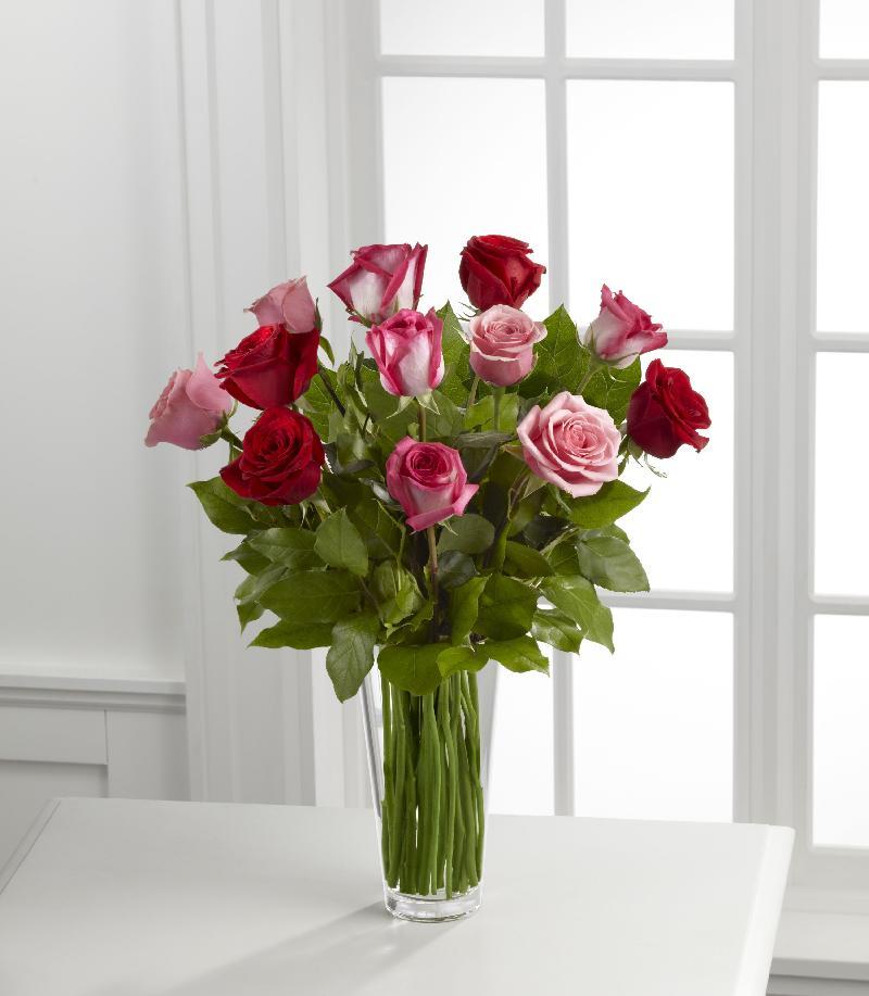 Bouquet de fleurs The True Romance™ Rose Bouquet by FTD® - VASE INCLUDED