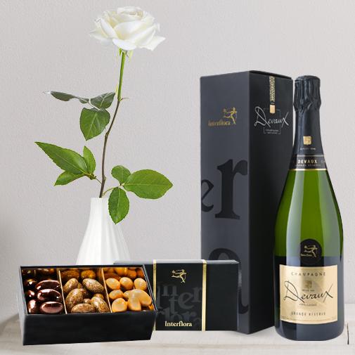 Fleurs et cadeaux Rose blanche, son champagne Devaux et son écrin d'amandes gourmandes
