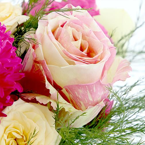 Bouquet de fleurs Pâques printanières et ses amandes au chocolat