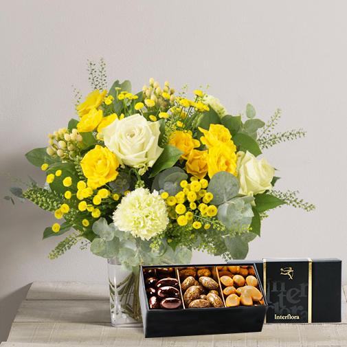 Fleurs et cadeaux Sunshine et son écrin d'amandes gourmandes