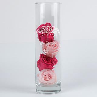 Roses éternelles et leur vase gravé Je t'aime